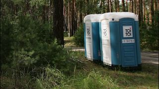 Golfer sues course, claims he was hit by portable toilet