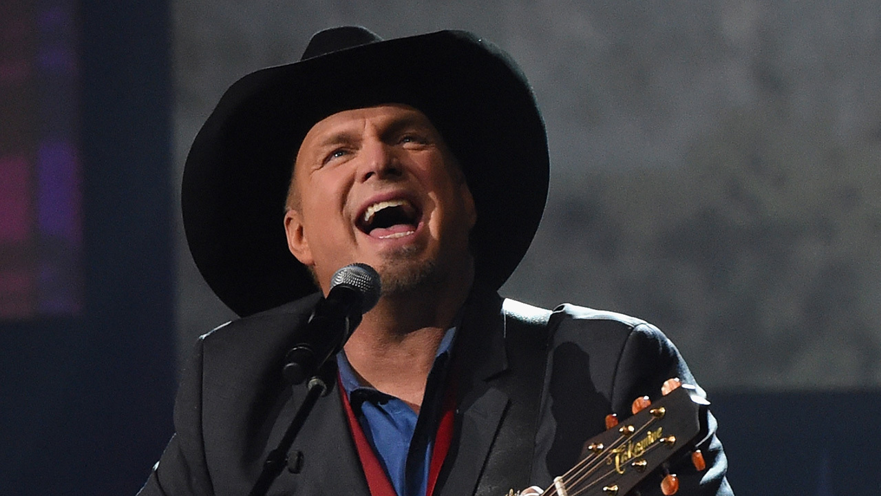 b26f959195a2ef GARTH BROOKS PIRATES: Garth Brooks joining Pittsburgh Pirates for spring  training | WPXI