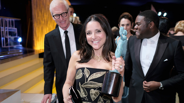 Julia louis dreyfus cheers on son in college game kiro tv for Where did julia louis dreyfus go to college
