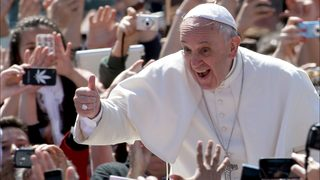 3-year-old Georgia girl snatches skull cap from Pope Francis