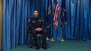 Marine veteran becomes first double-amputee to serve as police officer…