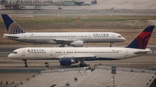 Leggings on a plane: Delta weighs in on United Airlines controversy