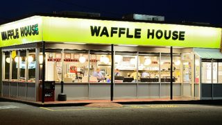 Florida woman refuses to leave Waffle House, asks to go to jail, police say