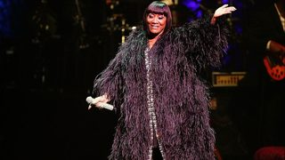Patti LaBelle confronted by anti-fur protesters at book signing