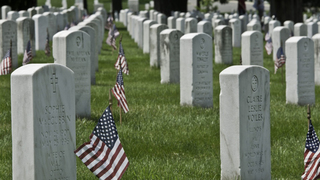 Memorial Day 2017: Soldiers place 280,000 flags on headstones of fallen…