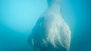 Bride wears gown in stunning underwater photo shoot
