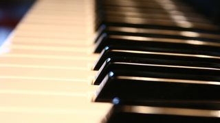 Teen wows shoppers with impromptu performance on thrift store piano