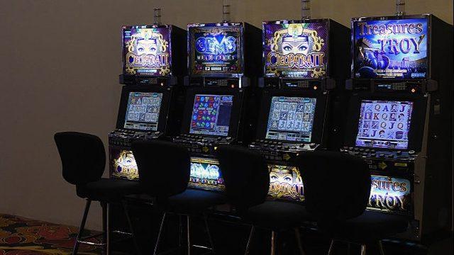 Woman sues casino after officials offer steak dinner instead of $43 million winnings