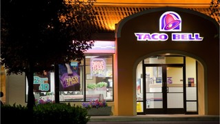 Pregnant Taco Bell employee choked by woman upset over hot sauce…
