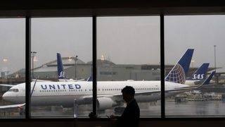 Mom says baby overheated as United Airlines plane sat on tarmac for 2 hours