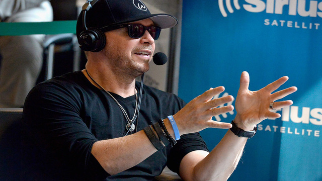 New Kids on the Block's Donnie Wahlberg drops $2K tip at ...