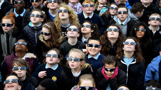 Your eyes will fry under normal sunglasses during 2017 eclipse, here