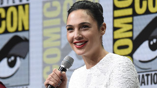 WATCH: Gal Gadot cheers up teary-eyed girl dressed as Wonder Woman at Comic-Con