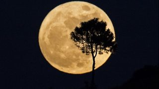This weekend: Supermoon