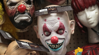 Police: Man arrested after donning clown mask, chasing 6-year-old daughter