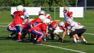 Study: Football players under 12 at high risk of brain injury