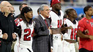 Falcons, Lions link arms during national anthem; singer kneels after…