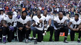 WWII veteran, 97, kneels in support of NFL