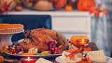 Which grocery stores are open on Thanksgiving Day 2018?