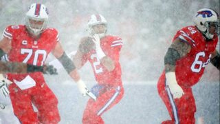 Let it snow: Bills players, fans brave wintry conditions in Buffalo