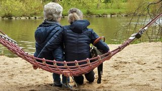 Women happier after age 85 once spouse dies, psychiatrists say