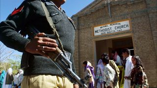 Suicide bomber kills 7 in Pakistani church