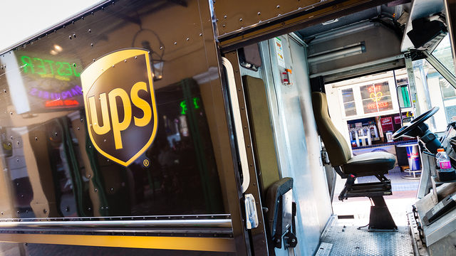 UPS to hire 100,000 seasonal workers for holiday shipping