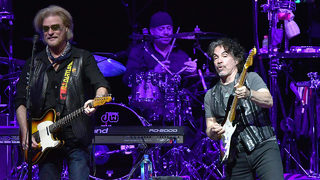 Hall and Oates, Train to kick off summer arena tour together