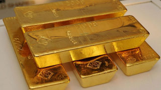 Gold flies out of overloaded Russian plane