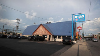 Brawl breaks out at IHOP after manager confronts unruly party
