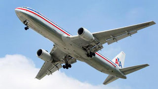 American Airlines plane with hydraulic fluid leak safely lands at Florida airport
