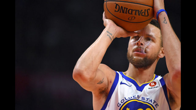 Stephen Curry  30 of the Golden State Warriors shoots a free throw in the  third quarter of the game against the Los Angeles Clippers on January 6 d25eb8c25