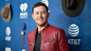 Country singer Scotty McCreery marries longtime girlfriend