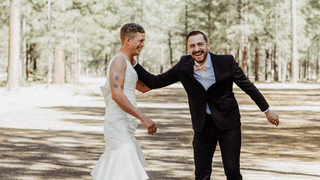 Brother of bride swaps places with sister for 'first look