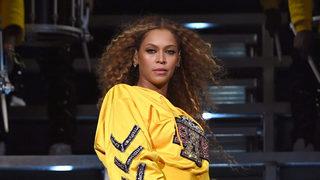 Beyonce dedicates Detroit OTR II show to Aretha Franklin