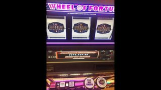 Man wins $875K slot machine jackpot at Detroit casino