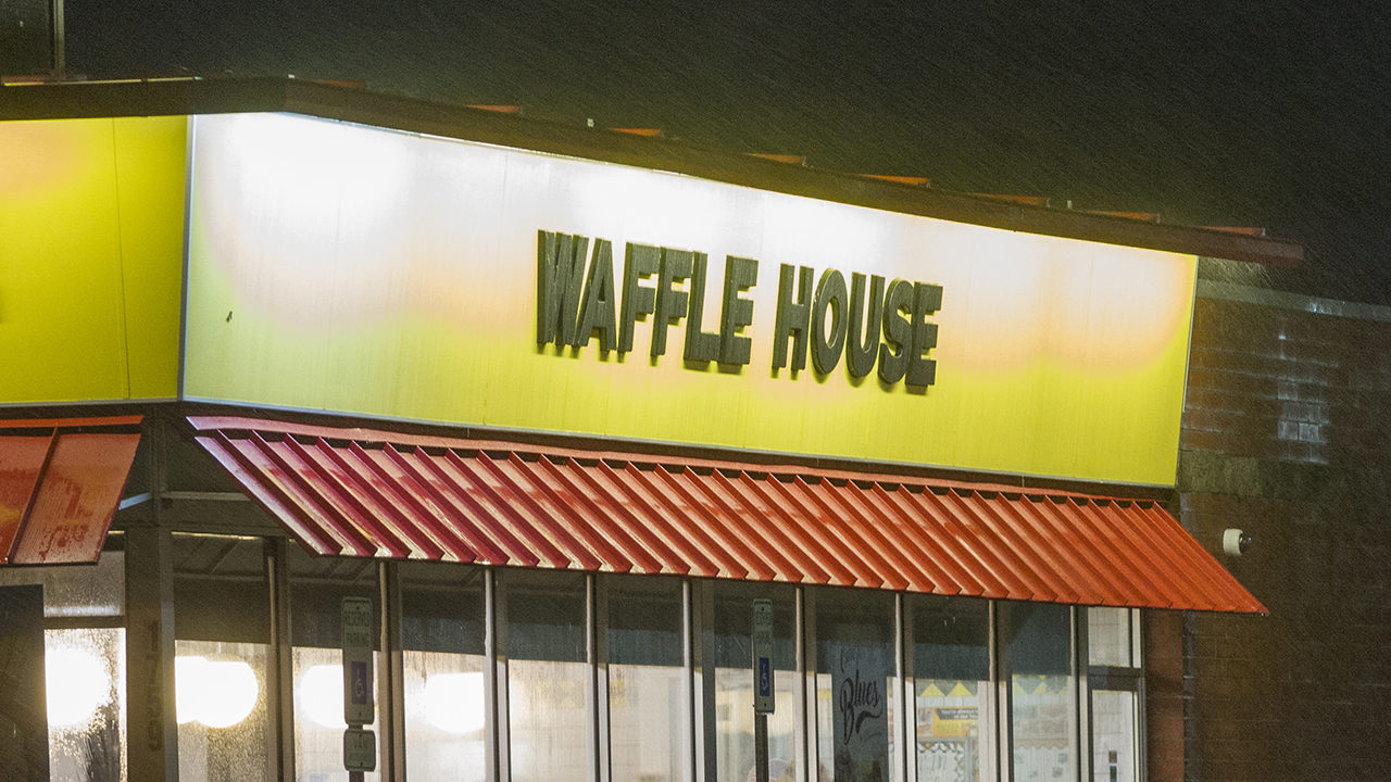 Man Tries To Rob Waffle House With Bb Gun Gets Shot By Customer