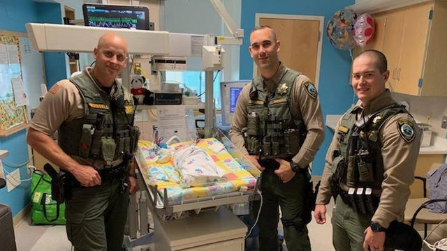 Sheriff's deputies save infant with CPR at mall, visit baby