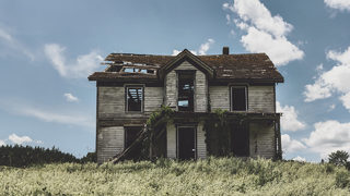 Abandoned house ordered from Sears catalog in 1920s, still standing, haunted, residents say