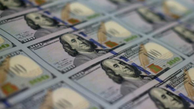 Man orders 2 waters, leaves $10,000 tip