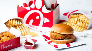 Chick-fil-A is giving away up to 200,000 FREE sandwiches!