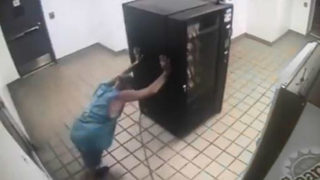 Florida man tries to steal vending machine