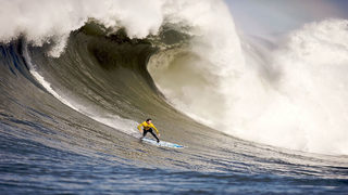 Giant, 40-foot waves smash West Coast, people warned to stay away