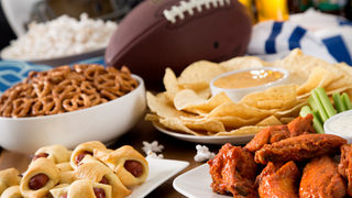 How many calories do Super Bowl players need to consume each day?