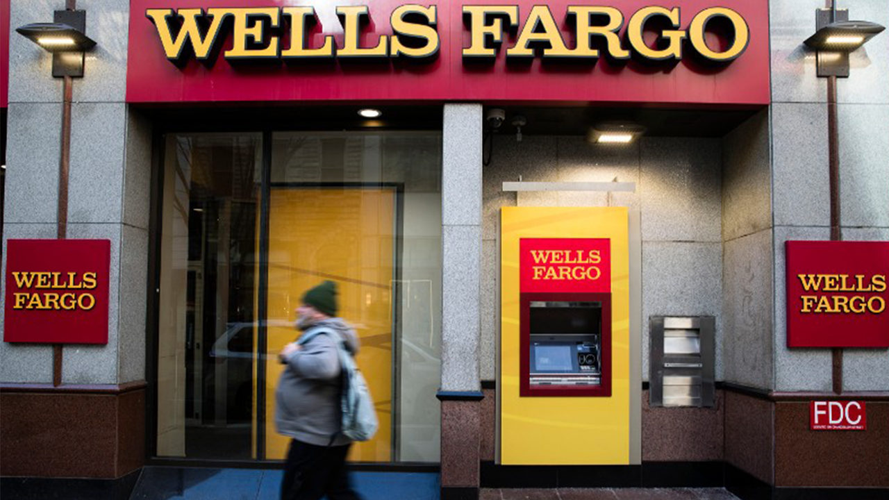 Wells Fargo customers frustrated with banking issues after