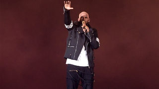 R. Kelly surrenders to Chicago police