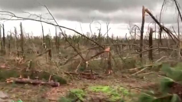 Alabama tornado: Trump visits Lee County after deadly EF-4