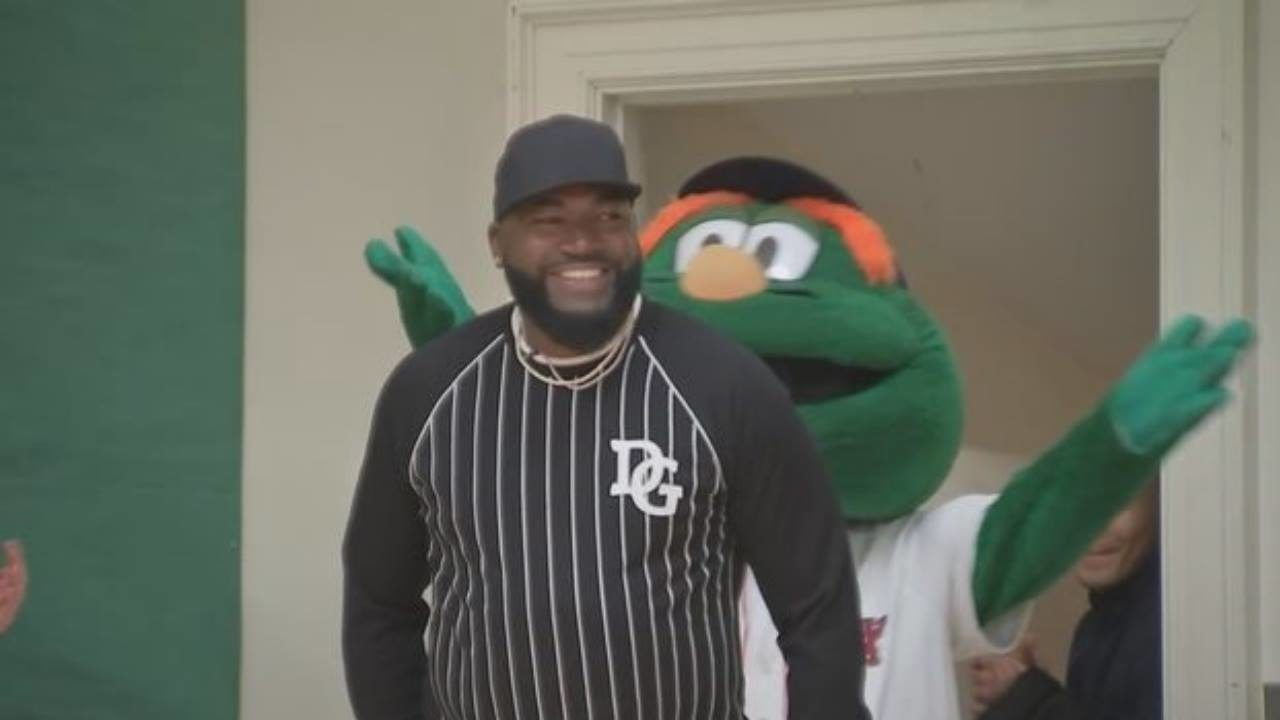 287659497ac Big Papi surprise  David Ortiz visits local students during donation ...
