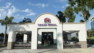 Taco Bell To Open Pop Up Hotel In Palm Springs Joins