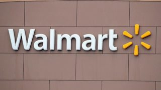 Walmart worker in Louisiana walks 6 miles to work